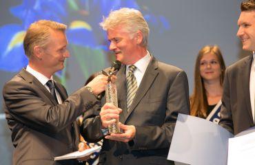 Prix Pegasus de bronze - journal OÖ Nachrichtenpour l`entreprise SANO et l`innovation de LIFTKAR PTR chenillette