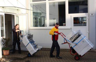 livraison d'un nouveau copieur pour SANO avec monte-escalier LIFTKAR