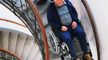Liftkar PT Uni monte-escalier électrique sur escaliers en colimaçon (avec hommes de deux générations)