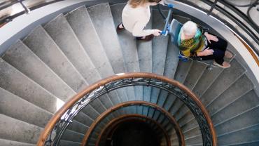 Liftkar PT S + Liftkar PT Uni monte-escalier électrique sur escaliers en colimaçon (version complète)